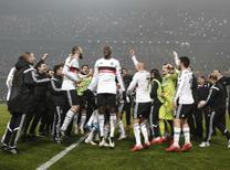 Beşiktaşlı oyuncular tarihi zaferi böyle kutladı.