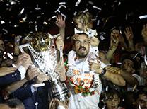 PTT 1. Ligde bitime 3 hafta kala şampiyonluğunu ilan eden Adanaspor, Multigroup Alanyaspor maçı sonrası düzenlenen kutlama programıyla şampiyonluk kupasını aldı.