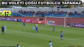 Kadın futbolcudan enfes gol