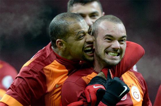 Melo'dan çılgın sevinç! Sneijder...