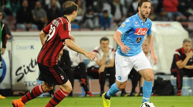 Milan'a bir darbe de Napoli'den!