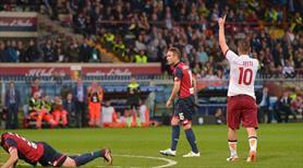 Totti! Totti! Totti! Bu adam ölünceye kadar futbol oynamalı!