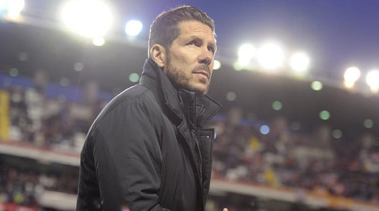Atletico taraftalarından Simeone eylemi!