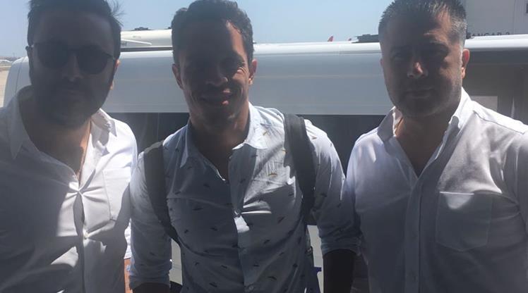 Beşiktaş'ın yeni transferi Adriano İstanbul'a geldi