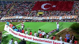 Adana'da anlamlı pankart!